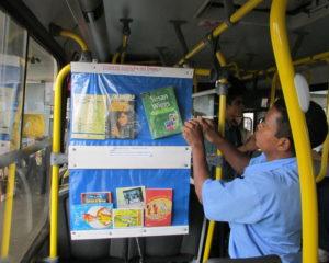 01º Estante do Porjeto Cultura no Ônibus.